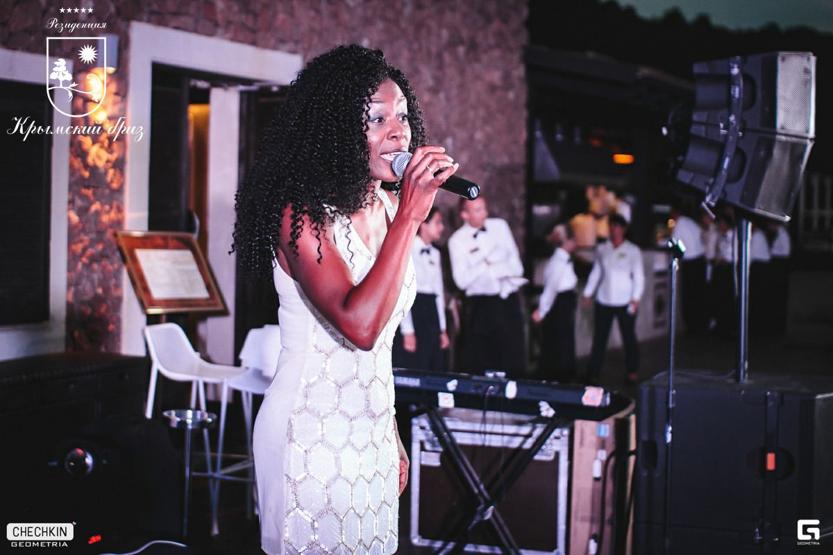 Эксклюзивный концерт британской певицы Shena